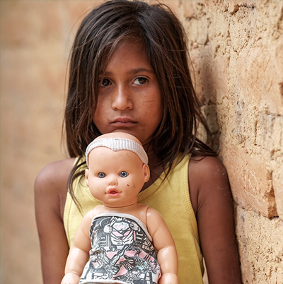 Criança e boneca